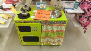Adorable kitchen set made from recycling a tv stand by a 4-Her!  Would love to make something like this sometime!